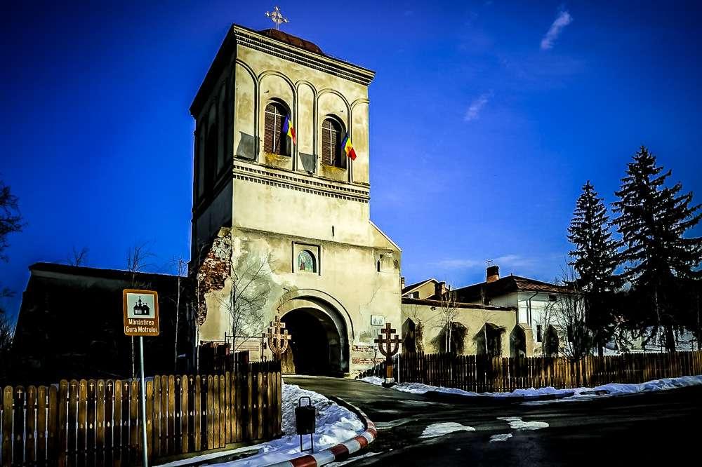 Manastir-Gura-Mortoluiy-Romania-2