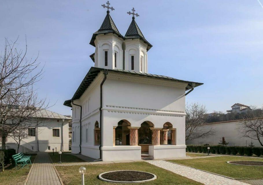 manastir-clocochilov-romania2