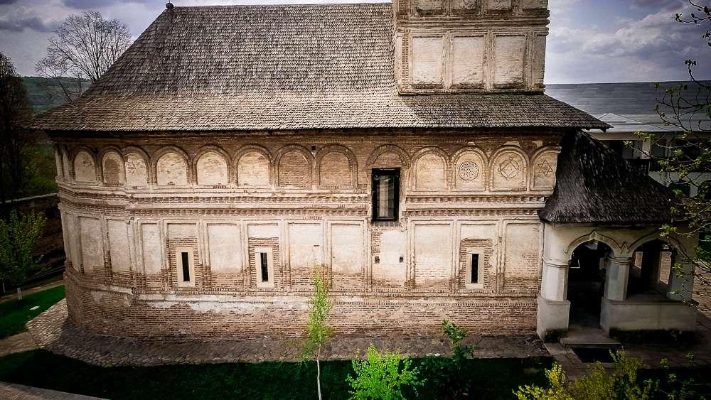 manastir-strehaia-romania1-new
