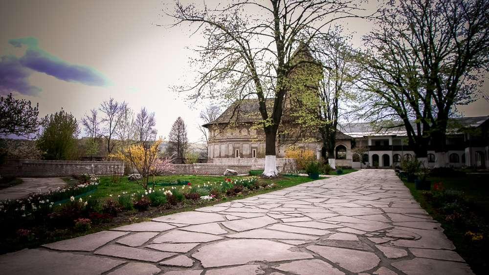 manastir-strehaia-romania10