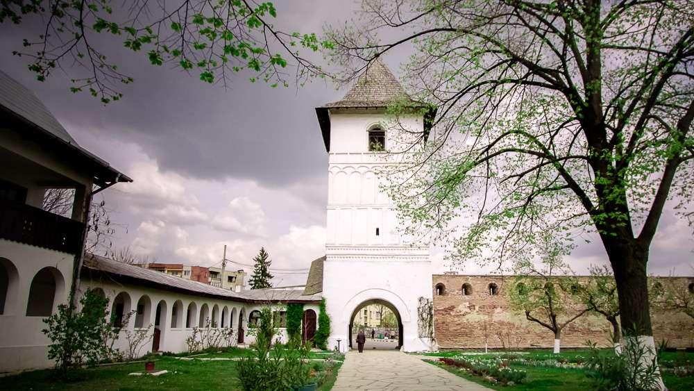 manastir-strehaia-romania5