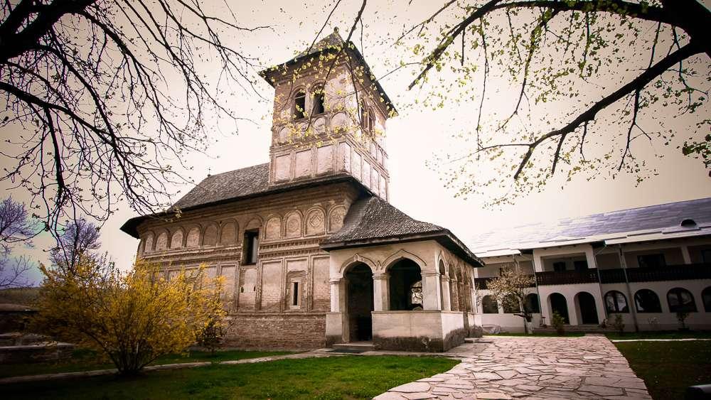 manastir-strehaia-romania6