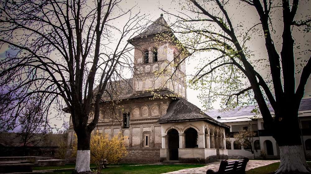 manastir-strehaia-romania9-new