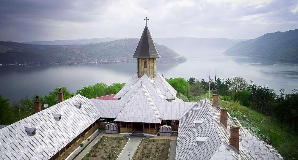 manastiri (1 of 8)